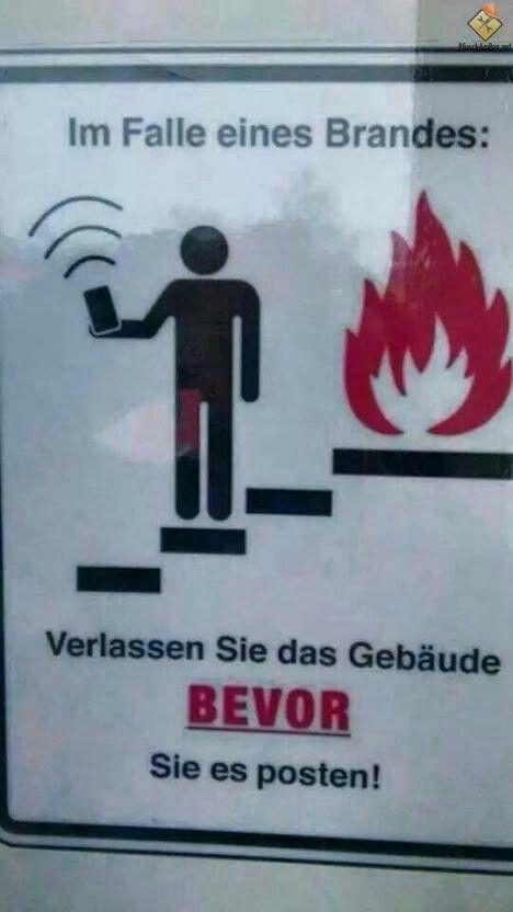 Im Falle eines Brandes...Für manche  Leute vermutlich ein Schild das Leben rettet