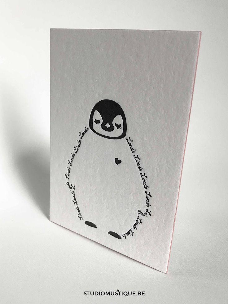 Geboortekaartje Linde (baby pinguïn letterpress) - Studio Mustique   geboortekaartje met baby pinguïn Linde letterpress zwart wit oud roze minimalistisch - grafisch ontwerp