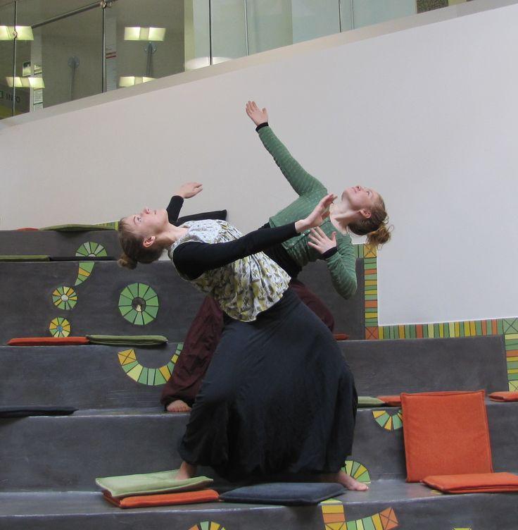 Noora Oertel ja Elina Selamo, lasten ja nuorten tanssi- ja liiketyöpajan opettajat, Kurssit | Full Moon Dance Festival