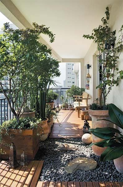 Outdoor balcony with rick garden. Idee per utilizzare un balcone ...