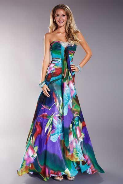 Vestido de fiesta con estampado floral.