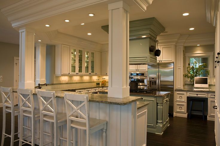 Love this kitchen configuration. So much counter space! The recessed lighting was a great touch to the space too ♥ www.trimelectric.com