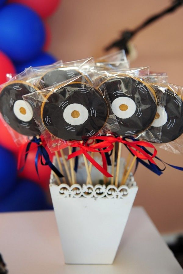Resultado de imagem para modelo de docinhos decorados para festa tema notas musicais