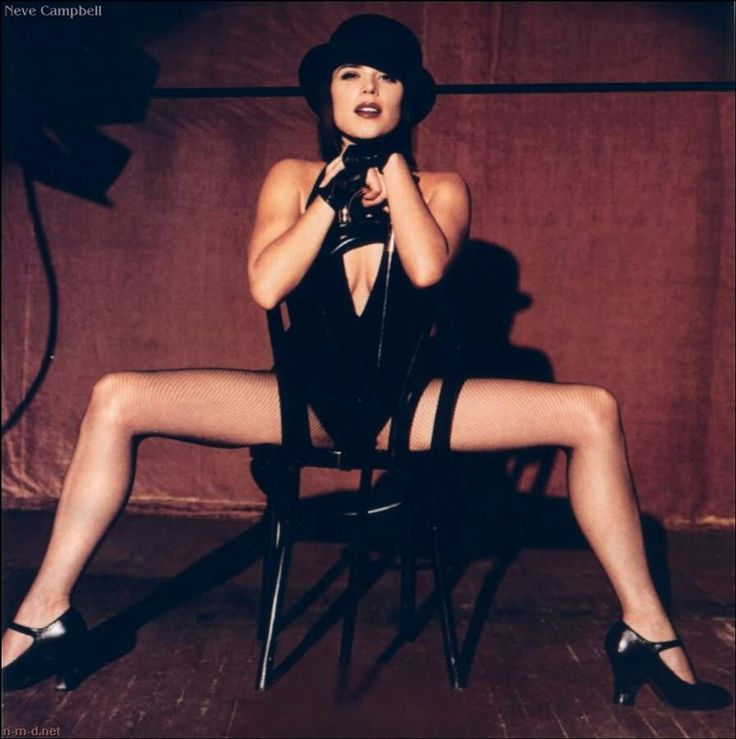 Neve campbell hat job naked nude — pic 4