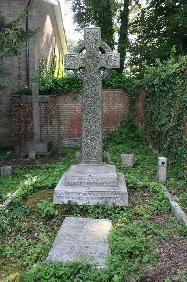 Mrs English's grave, who named the farm 'Lanzerac' in 1914