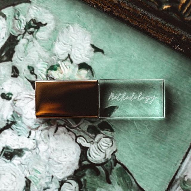 Methodology Photography offers their clients custom rose gold and glass USB's to every collection complimentary | @methodphotog