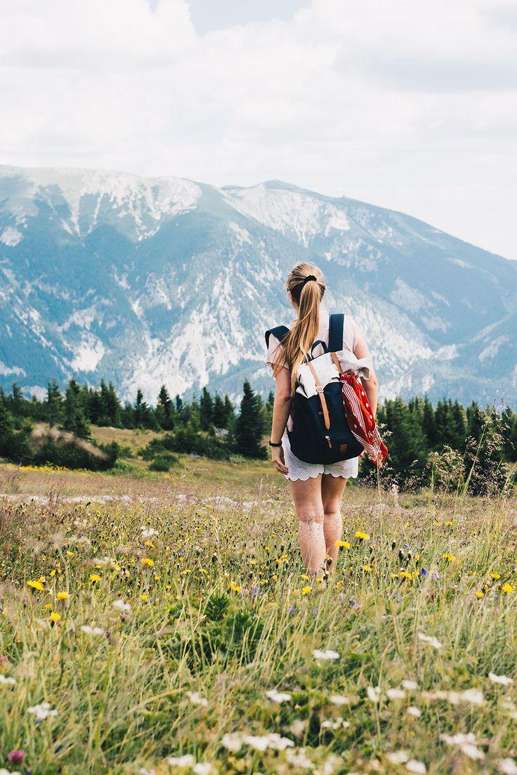 In Österreich reisen / VANILLAHOLICA Guide für Österreich auf VANILLAHOLICA.com Österreich ist ein Paradies für alle Naturliebhaber. Ganz gleich, ob es um die wunderschönen und atemberaubenden Bergkulisse der Alpen geht. Oder ob es sich um die blauen, bis türkisblauen Seen handelt, die im Sommer kühlen. Im Sommer lässt es sich in Österreich perfekt wandern, klettern, Mountain biken, und anderen Outdoor Aktivitäten nachgehen. In der kälteren Jahreszeit hingegen bieten viele...