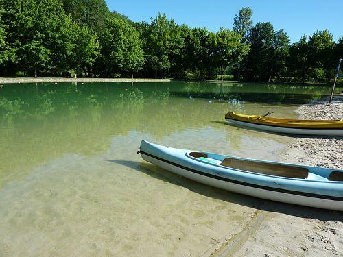 camping-dordogne-lac-eau-transparente-canoé