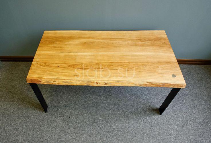 Стол Trend 3 Лаконичный и удобный стол из массива дуба с сохраненной натуральной кромкой, может стать отличным решением как для кухни-гостиной, так и для рабочего кабинета. Мягкий, теплый цвет древесины дуба эффектно контрастирует с насыщенно угольным подстольем. Столешница состоит из двух ламелей, покрыта маслом. В качестве подстолья используются простые Г-образные металлические ножки с грубой фактурой, окрашенные черной краской.   Размеры |160×80×4| см.  Данная модель может быть…