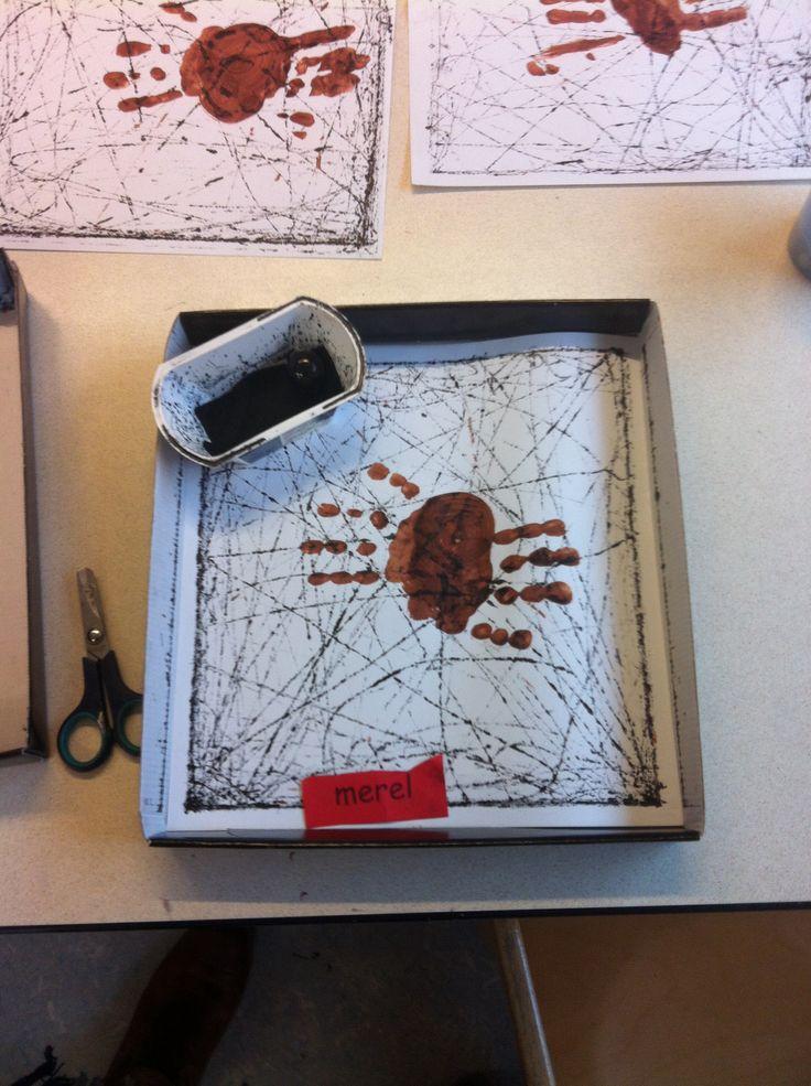 Rollen met een knikker in de ecoline en dan op papier een web maken