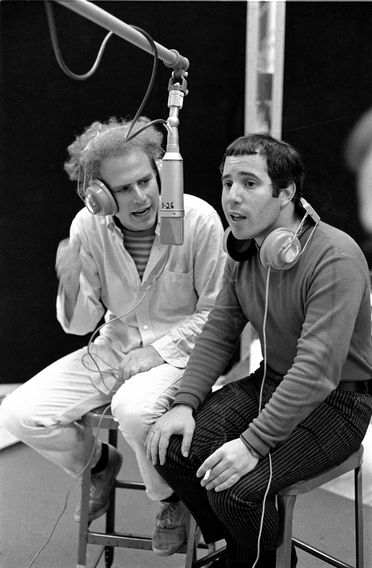 Paul Simon and Art Garfunkel, Columbia Records recording studio New York. August 1, 1966. (Photo by Douglas R. Gilbert / Redferns.)