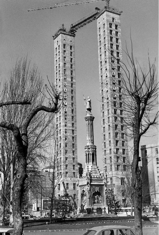 Las Torres de Jerez en construcción, en la plaza de Colón de Madrid.