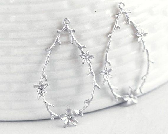 2728 Silver pendant Flower pendant Teardrop Metal jewelry