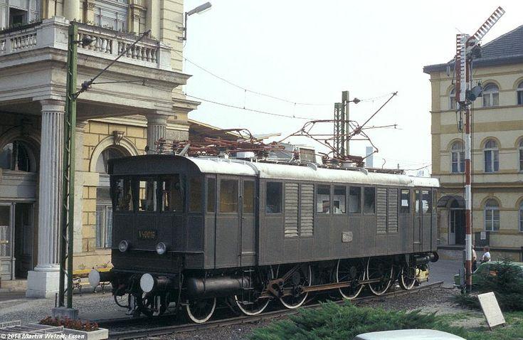 http://www.eisenbahnhobby.de/Budapest/256-27_V40-016_Bp-Keleti_22-9-89_S.JPG