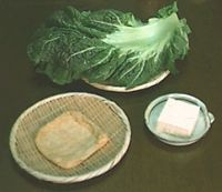 郷土料理 まんばのけんちゃん けんちゃんとは「けんちん」のことで、油で炒めた野菜をくずした豆腐と一緒に煮たもののことまた、まんばのことを西讃では「ひゃっか」といい、くずした豆腐を雪に見立てて「ひゃっかの雪花」と呼んでいますまんば 5枚程度 ・豆腐 ( もめん ) 半丁 ・油揚げ 1枚 ・醤油 大さじ4 ・みりん 大さじ2 ・だし汁カップ1