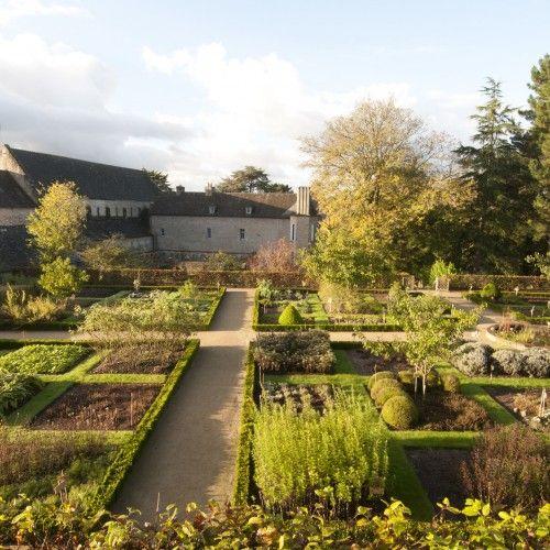 Jardin de plantes médicinales de l'abbaye de Daoulas 21, rue de l'Eglise, 29460, Daoulas Jardin d'inspiration médiévale, Jardin public http://www.cdp29.fr 02 98 25 84 39
