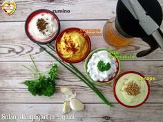4 versioni di salsa allo yogurt, un condimento leggero per verdure, carne e pesce da usare a volontà. Ideale anche con le cruditè per uno snack genuino.