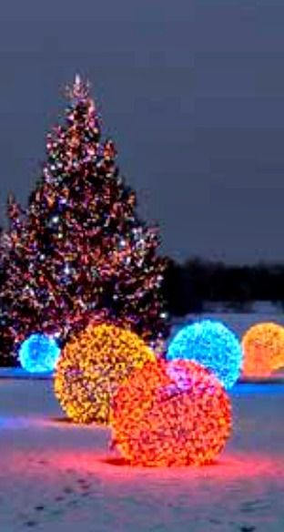 How to Make Christmas Light Balls ~ easy and fun outdoor decoration using chicken wire and LED lights.