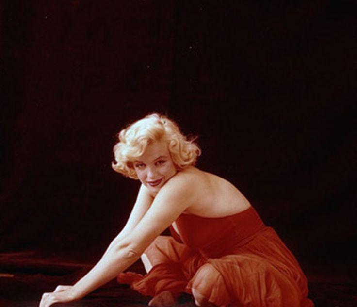Marilyn monroe red dress doll