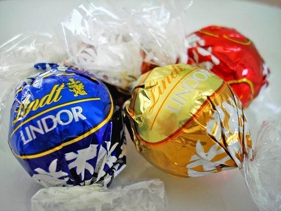 Lindt: Chocolates Hazelnut, White Chocolates, Favorite Chocolates, Lindt Chocolates, Lindor Chocolates, Lindor Truffles, Lindt Lindor, Chocolates Yummy, Dark Chocolates Truffles