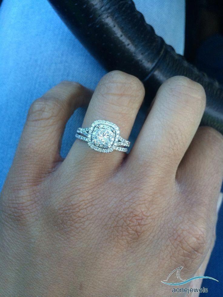 Split Shank Round Cut Diamond Engagement Bridal Ring Set For Women S