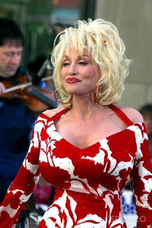 """Dolly Parton Performs on Nbc's """"Today Show"""" NYC, 07/05/02"""
