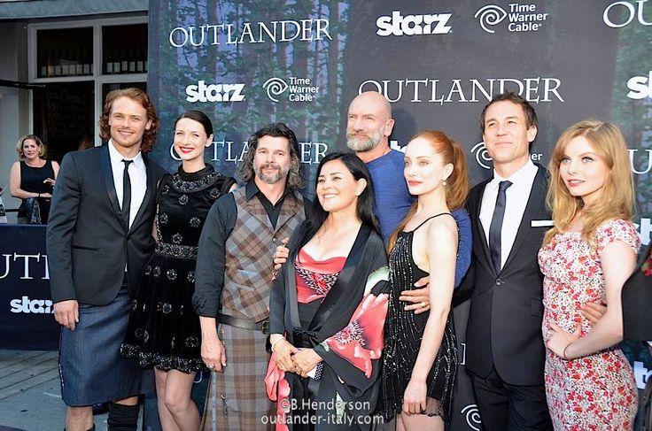 ron moore diana gabaldon with outlander cast outlander