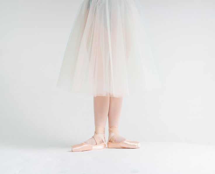 Это просто красиво! Смотрим и наслаждаемся!  Балерина Жанна Губанова   на фото Алисы Аслановой ❤  It's just beautiful! Have a look and enjoy! Ballerina Zhanna Gubanova Photo by Alisa Aslanova #balletmaniacs #balletwear #balletbeautifulgirls #russianballet #tulleskirt #pointeshoes #dancewear #balletdancers #tutu #worldwideballet #fashion #balletofrepertoire #balletbeautiful