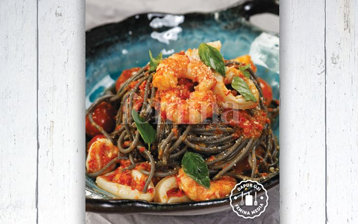 Resep Squid Ink Spaghetti with Spicy Seafood
