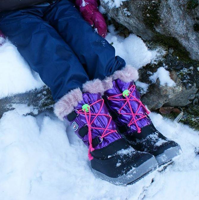 ☃// Bottes de neige kids //☃ Les après-ski Olang Magik Rose fushia feront le bonheur de votre princesse ! 💜 On adore la doublure douillette et chaude. Vive la neige !!!! ❄ • • #olang #kids #shoes #boots #snow #kidsootd #kidsofinstagram #fashionkids #mountains #enfant #parents #montagne #annecy #tenuedujoue #maternity #pink #instakids #beautiful #goodvibes #familyandfun #funny #ski #neige #cute #lookoftheday #cold #babyitscoldoutside