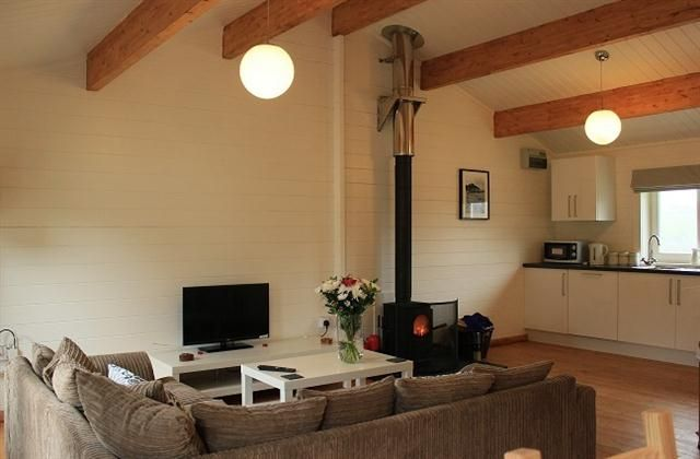 2 Bedroom Log cabin in Bude to rent from £409 pw. With Log fire, TV and DVD.