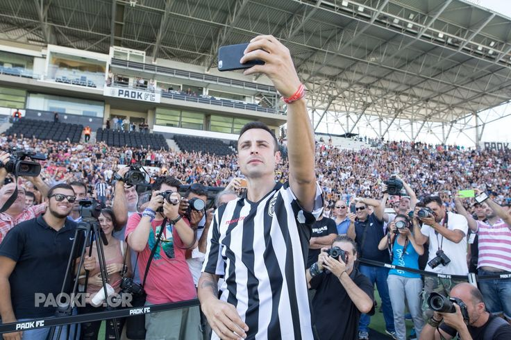 Η selfie που...έριξε το Internet #Berbatov #PAOK