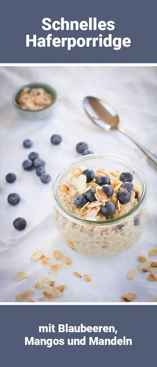 Hafer-Porridge mit Blaubeeren, Mango und Mandelblättchen