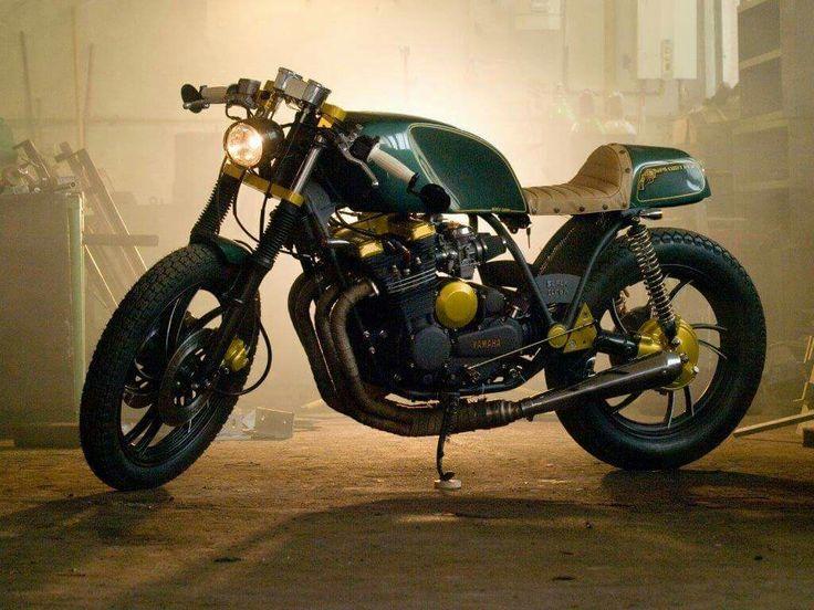 Přemýšlíš o osobité, opravdu osobité motorce, která pro Tebe bude vyrobena na míru? Chceš do ní promítnout své já? Chceš se stát středem pozornosti ať už jedeš kamkoliv?  Pak jsme tu pro Tebe! Vytvoříme jedinečný motocykl přesně dle Tvých představ a k Tvé plné spokojenosti. Jsme zaměřeni na detail, který utváří celkový vzhled i výkon tvého motocyklu.  Ozvi se, rádi poradíme a určitě se domluvíme. Nezapomeň mrknout na naše stránky ww.blackcloud.cz nebo facebookový účet.   #caferacer…