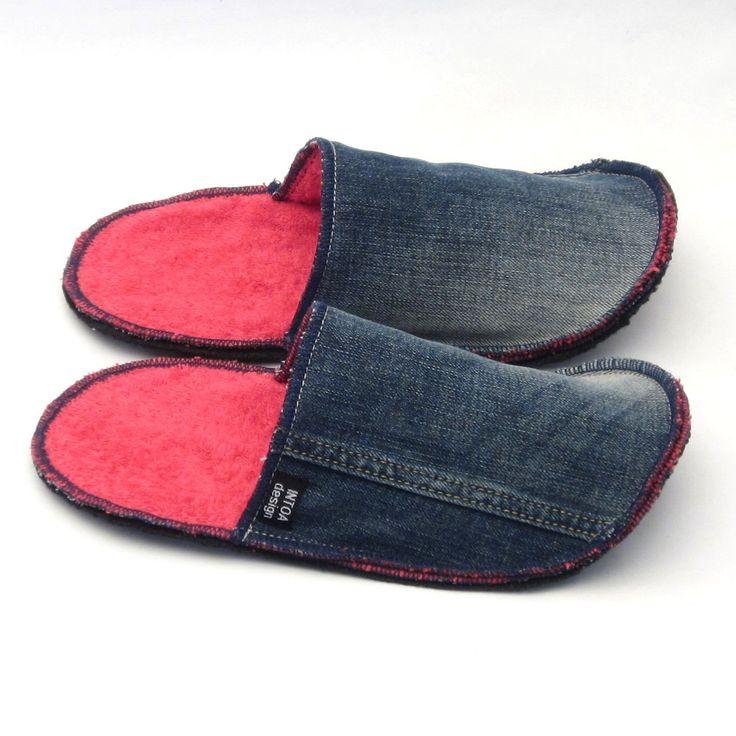 Pantofole di Slip-on denim jeans riciclati di INTOAdesign su Etsy https://www.etsy.com/it/listing/185984232/pantofole-di-slip-on-denim-jeans