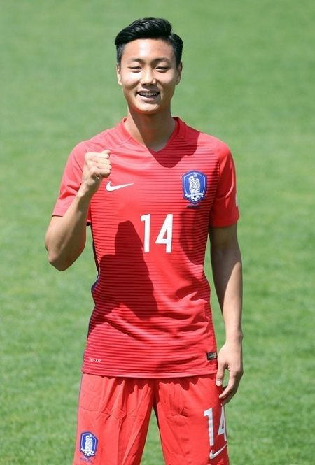 JEONJU -- FC Barcelona prospect Paik Seung-ho said Thursday he hopes to score South Korea's opening goal at the FIFA U-20 World Cup on home soil.Host South Korea will face Guinea to start their Group A action at 8 p.m. Saturday at Jeonju World Cup Stadium in Jeonju, North Jeolla Province. And the 20-year-old midfielder said he'd like to put his name on the score sheet before anyone else. South Korean midfielder Paik ...