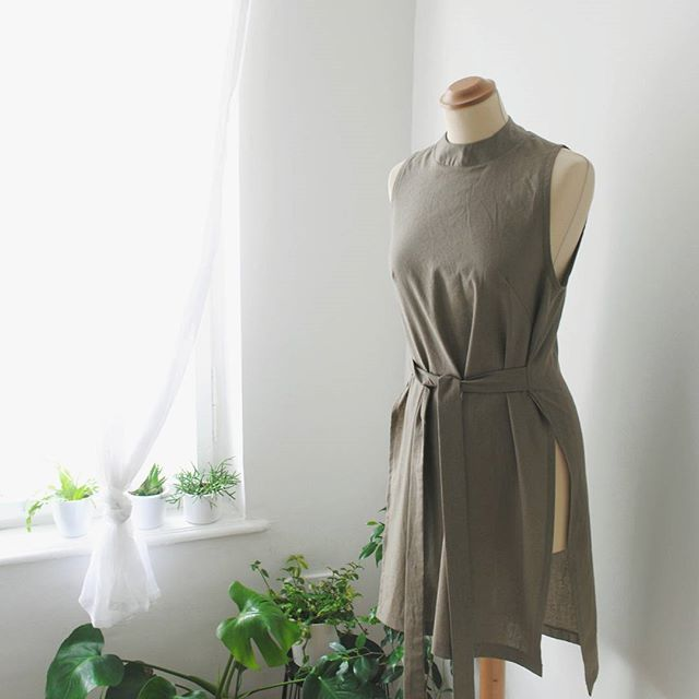 Green is the new black 🍃🌿. #sustainablefashion #sustainability #green #slowfashion #localmade #linen #natural #minimal #greenery #trend #plants #spring