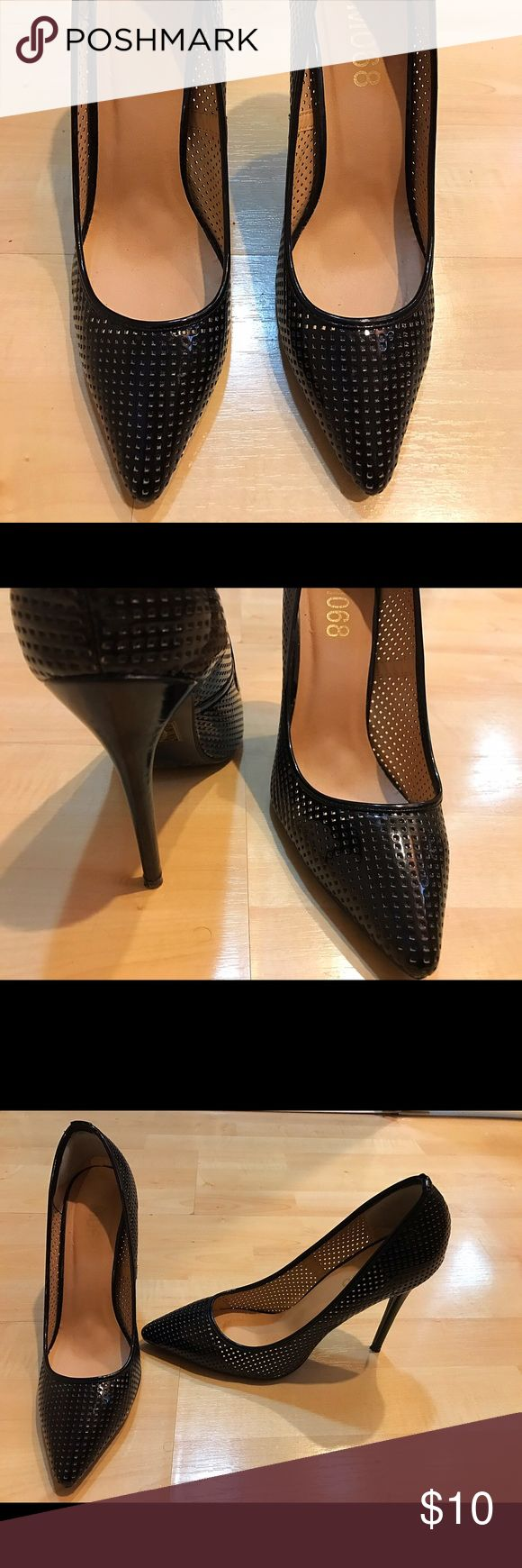 BLACK POINTY PATENT HIGH HEELS PUMPS SIZE 8.5 BLACK POINTY PATENT HIGH HEELS PUMPS SIZE 8.5 IN EXCELLENT CONDITION!! M068 Shoes Heels