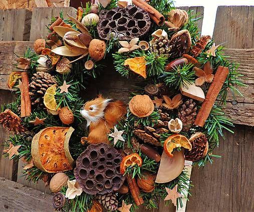Vianočný veniec s veveričkou a jej zásobami / Clarah - SAShE.sk - Handmade Dekorácie