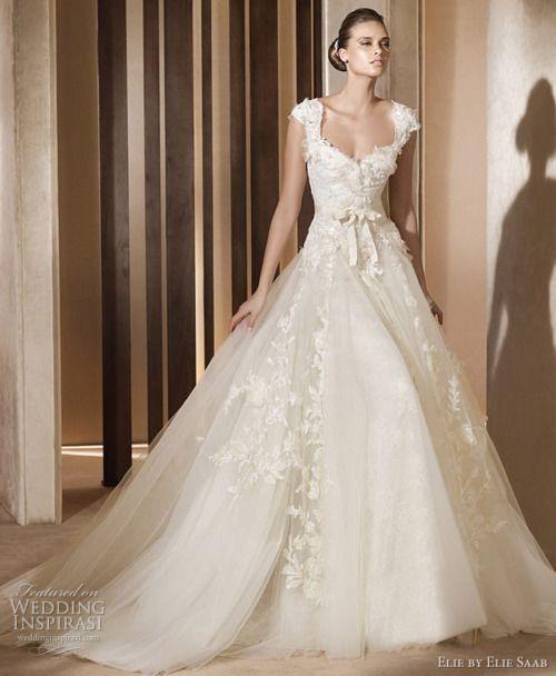 セレブや王妃御用達ブランド♡『エリーサーブ』のクラシカル&エレガントなウェデングドレスにきゅん♡にて紹介している画像