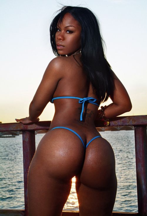 "black girls with huge butts Most black girls have wide noses and big bottoms so if you can find that right  body and that right face, but it's hard."" —A, NYC Agency Scout."