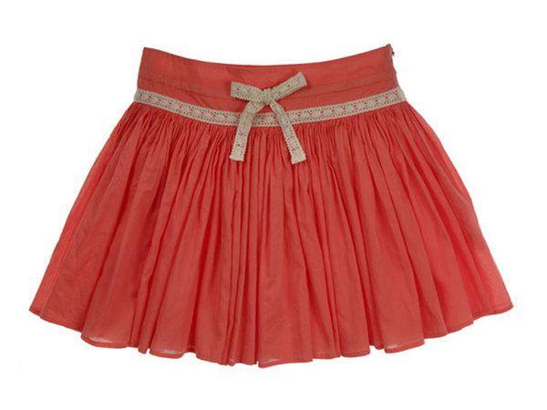 A la inmensa mayoría de las niñas les gustan las faldas y casi seguro que tu hija no es una excepción. En este escaparate encontrarás montones de ellas, para que le compres las que más acordes vayan...