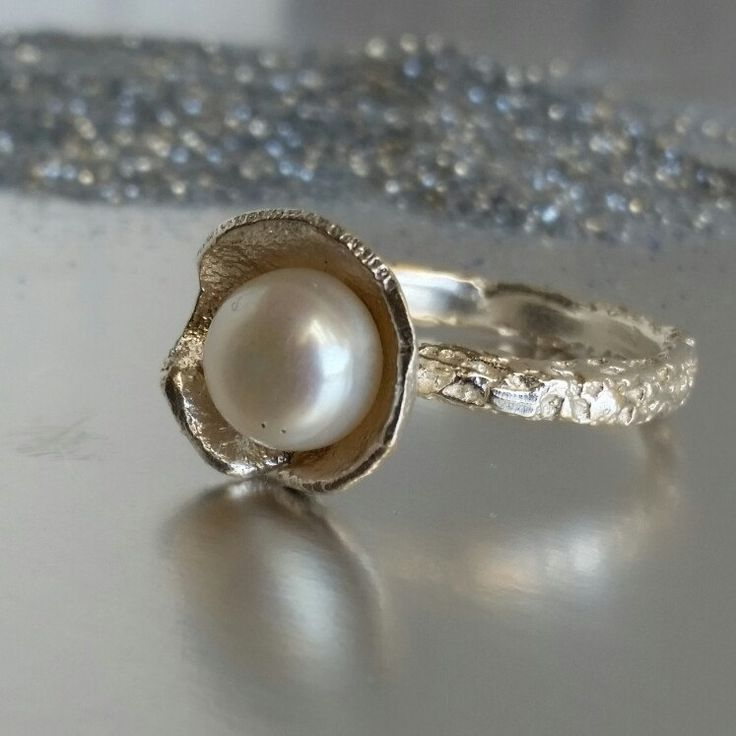 Unique pearl ring for special moments