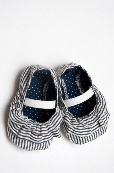 Ruffly Baby Shoes Tutorial