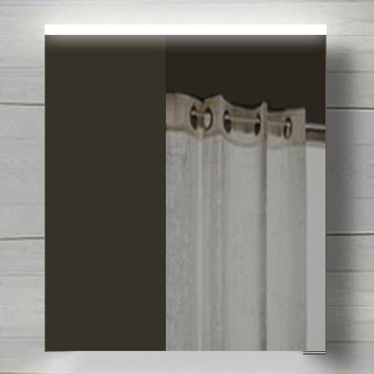 De witte LED verlichting is fraai verwerkt in de aluminium achterkast. Deze schijnt door de gesatineerde strook aan de bovenzijde van de spiegeldeur. Deze spiegelkast is 60 cm breed, 70 cm hoog en 12 cm diep. De spiegeldeur is voorzien van 2 fijne soft-close scharnieren van het merk Blum. De aan-uit schakelaar voor de verlichting bevindt zich rechts aan de onderzijde van de spiegelkast. Aan de binnenzijde van de spiegelkast bevinden zich 2 traploos in hoogte verstelbare glazen plankjes. Het…