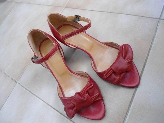 Sandali di cuoio genuino rosso italiano vintage anni ' 90 / col tacco sandali cinturino alla caviglia estate / 36 dimensione by SweetVintageGal on Etsy