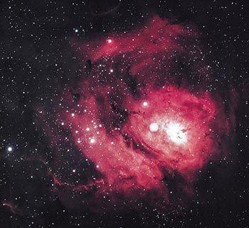 Nebula Laguna adalah sebuah gumpalan gas dan asap yang berdiameter sekitar 60 tahun cahaya. Ia dipendarkan oleh radiasi ultraviolet dari bin...
