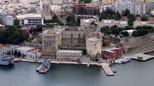 BRINDISI- Autorità portuale e Marina Militare firmano con gli enti l'integrazione all'Accordo di Programma per la dismissione...
