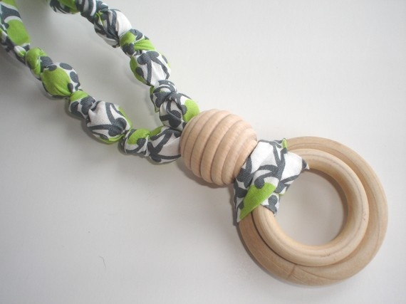 Nursing Necklace - I'd like to try to make one of these myself...
