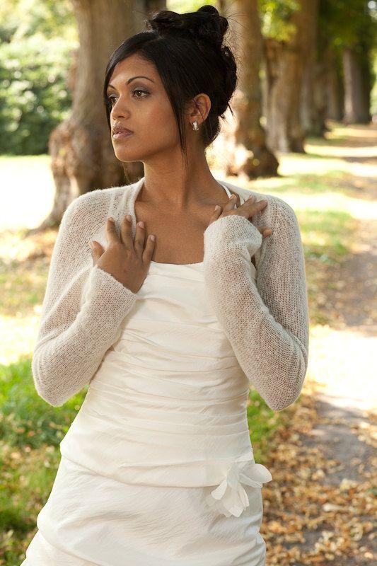 Pretty AND warm  Wedding Bolero Bridal Shrug Cashmere by Weddingbolero on Etsy, €120,00
